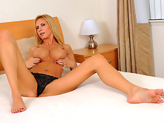 Cougar Brooke Tyler exposes her big tits and fucks a magic wandvideo