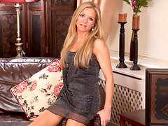Classic blonde milf beauty Louise Dakotah masturbates at Anilosvideo