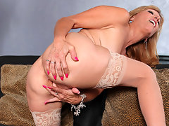 Shapely blonde cougar bends over and fingers her needy pussyvideo