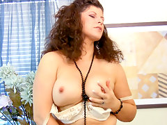 Thick Anilos milf Gilly uses her fingers to pleasure her pussyvideo