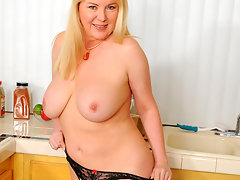 Curvaceous blonde Anilos masturbates after completing her choresvideo