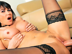 Voloptuous milf gives an all star blowjob before getting fucked hardcorevideo