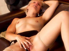 Petite older lady pleasures her pussy exclusively at Anilosvideo