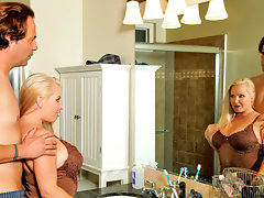 Anilos Rachel Love gives an amazing shower time blowjobvideo
