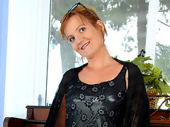 Classy piano teacher uses the magic wand on her pussy prior to a lessonvideo