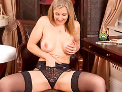 Gorgeous Anilos Tonya pleasures herself in front of a mirrorvideo