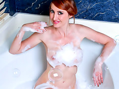 Desirable redhead pummels her wet pussy with a glass dildo in the tubvideo