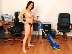 Anilos Jillian Foxxx cleans house naked and then plays with a vibevideo