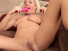 Payton Hall gags on her dildo before slamming it in her fuck holevideo