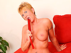 Horny granny gives her toy a suck before fucking itvideo