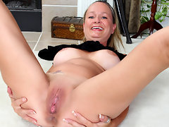 Playful housewife ends her yoga session with hot masturbationvideo
