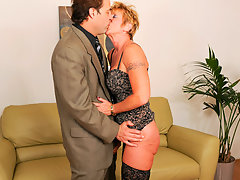 Anilos Honey Ray uses her years of experience when giving headvideo