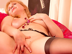 Busty strawberry blonde milf fingers her needy pussy holevideo