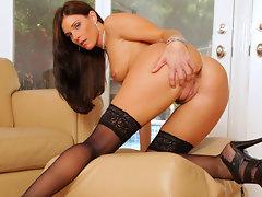 Milf India Summer brings her orgasmic masturbation sessions to Anilosvideo
