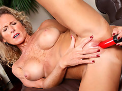 Classy blonde cougar pumps her pussy with a red vibevideo