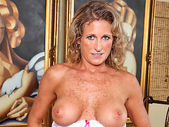 Beautiful Anilos Jade fingers her wet milf pussy from behindvideo