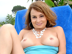 Milf Rebecca Bardoux pounds her pussy with a glass toy outdoorsvideo