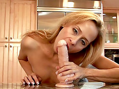 Payton leigh shows off her extremely sexy abilities for cock suckingvideo