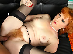 Redhead mother's hairy carpet feels so good to touch & tastevideo