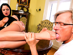 "\""Lick My Feet Mr Clark!\\\"" Says Sexy Porn Star Anastasia Brillvideo"