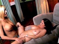Kianna & Lexxi\\\'s Busty Lesbian Sessionvideo