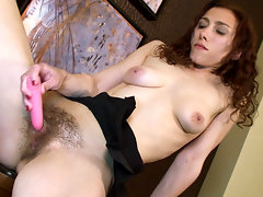Hairy girl Amanda loves to get all dressed up and log on to the hairy girl site to see what her fellow hairy ladies are doing with their bodies. Watching them work it always gets her off.video