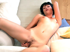 Seleca the natural horny minx can\'t think about anything until she reaches climax. She sends her focus to her moist pussy and uses her fingers to get off.video