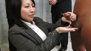 Yuuna Hoshisaki servicig her horny bosses needsvideo