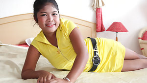 Big-tittied Filipina doll welcomes tourist with bj and sexvideo